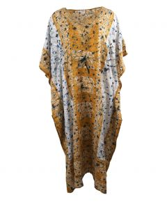 Kaftan in okergeel met mixed design en V-hals